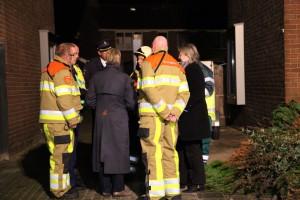 Burgemeester Francisca Ravestein komt poolshoogte nemen. Foto: Henk Stoelwinder