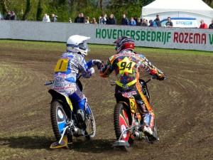 Jannick de Jong in actie te Vries. (foto Fanpage Jannick de Jong0