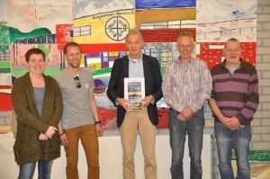 Matty Kloosterman en Hylke Lootsma (stg. Help mij Leven), Johannes de Boer (directeur), Albert Zwarteveen (muziek), Henk Mulder (script).
