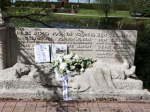 Het monument voor de gevallen verzetsstrijders op de begraafplaats aan de Hegedyk. Foto: Henk Stoelwinder