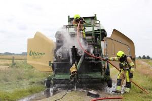 Er lekte hydraulische olie op het wegdek. Dit is door de gemeente opgeruimd. (c) Henk Stoelwinder