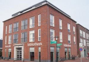 De bibliotheek van Gorredijk is gevestigd aan de Schansburg.