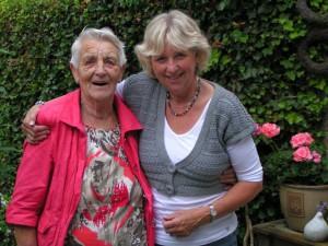 en de nichtjes Tine en Sytske de Vries.