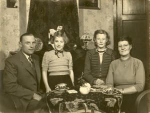 Berend, Geertje, Hieke jr en Hieke sr Spijkman.