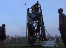 Jeugdige 'militairen' bestormen terrein vv Gorredijk