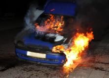 Auto brandt uit aan Sjoelstrjitte in Gorredijk