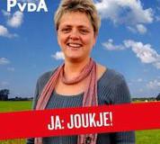 Kandidaat Statenlid Joukje van Roeden oan 'e kuier met Lutz Jacobi
