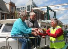 Eerste passant Turfroute in Gorredijk hartelijk ontvangen